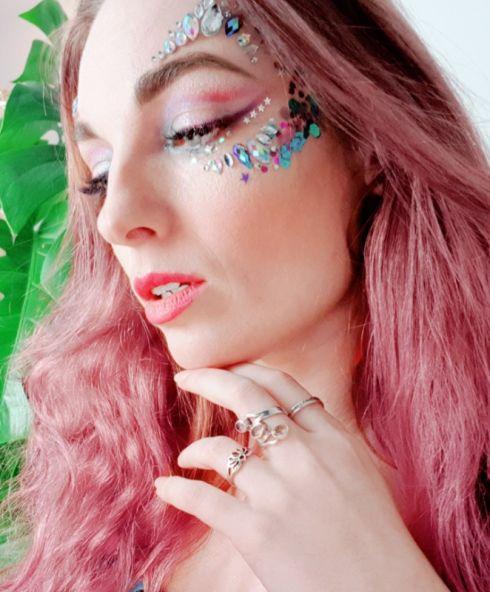 Festival make up look, voor meer tutorials voor festival glitter check onze website, ook de glitters en facejewels zijn hier te kopen
