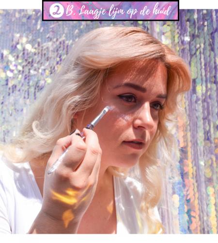 Glitter aanbrengen met onze speciale glitterlijm, hypoallergeen en waterproof voor glitter make up!