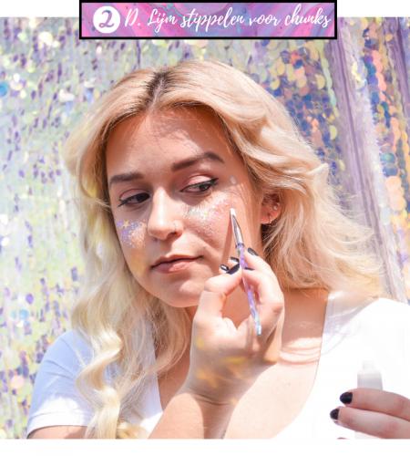 Gebruik onze waterproof en hypoallergene glitterlijm om de glitters op jouw huid te plakken als festival make up