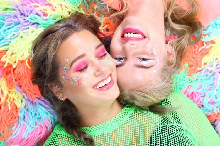 Stralen, Shinen, Glitteren! Koop hier jouw neon festival glitters! Speciaal voor een glow in the dark party, UV/ Neon party of ander glowy event!